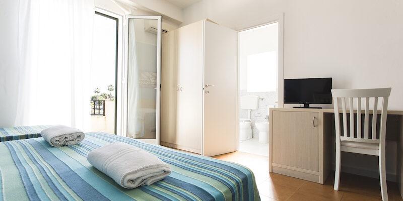 CAMERA TRIPLA - BAIA DEL SOLE HOTEL - MARINA DI RAGUSA - 2