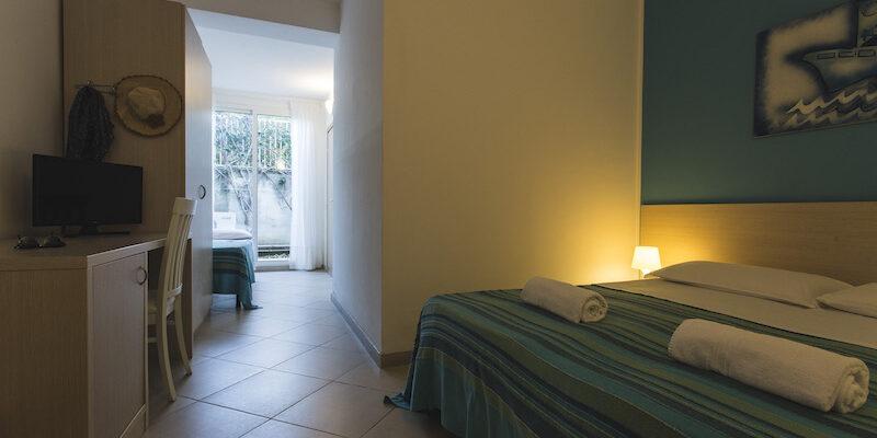 CAMERA TRIPLA - BAIA DEL SOLE HOTEL - MARINA DI RAGUSA - 9